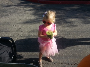 So stylish in shades, Greese enjoying her tropic kale! That'll help her get through gymnastics!